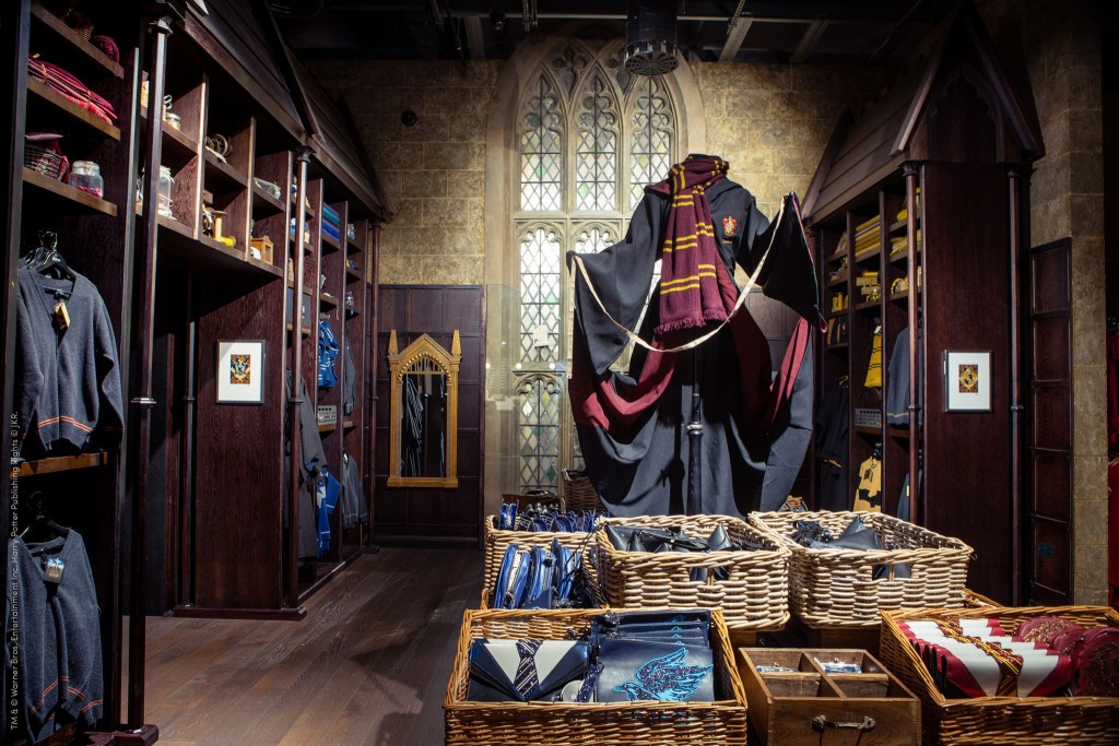11. Wizarding World Gold_Discounts_Wizarding World Gold_Discouts_Warner Bros. Studio Tour London – The Making of Harry  Potter_ Gift Shop