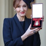 473FCD0000000578-5170541-Harry_Potter_author_JK_Rowling_receives_a_a_Companion_of_Honour_-m-20_1513082496339