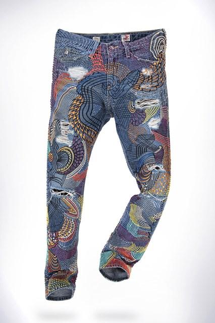 Emma_Watson-jeans-vogue-21jul16-pr_b_426x639