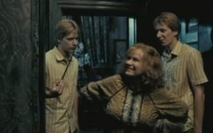 Fred-Mrs-Weasley-George-Order-Of-The-Phoenix-fred-and-george-weasley-1954635-789-495