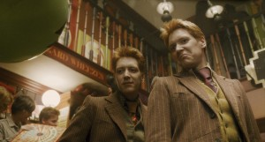 New-Half-Blood-Prince-stills-Weasleys-Wizarding-Weezes-harry-potter-6939401-1920-1031