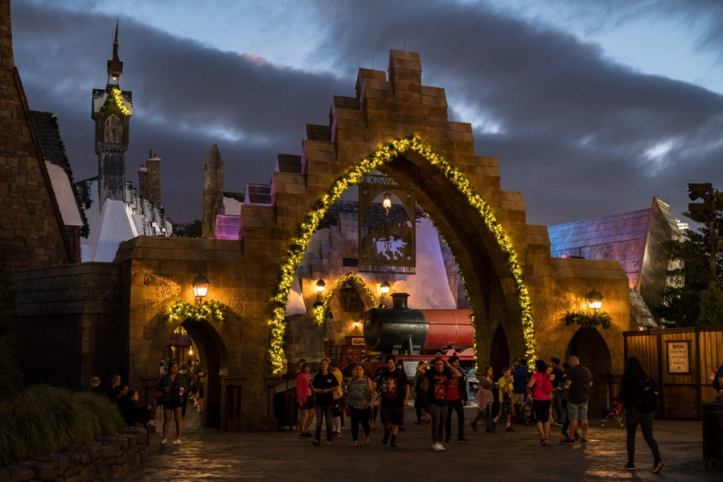 The_Christmas_decorations_of_Hogsmeade_–_photo_gallery_7