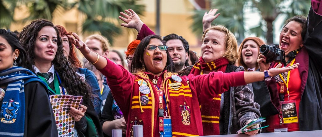 celebration-of-harry-potter-event-gryffindor-woman-a-00