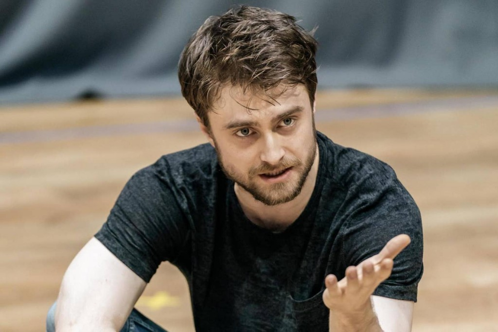 daniel-radcliffe-clov-in-endgame-at-the-old-vic.-photo-by-manuel-harlan