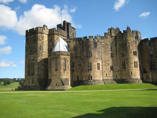 https---julestoldme.files.wordpress.com-2015-07-alnwick-castle-fiona-james