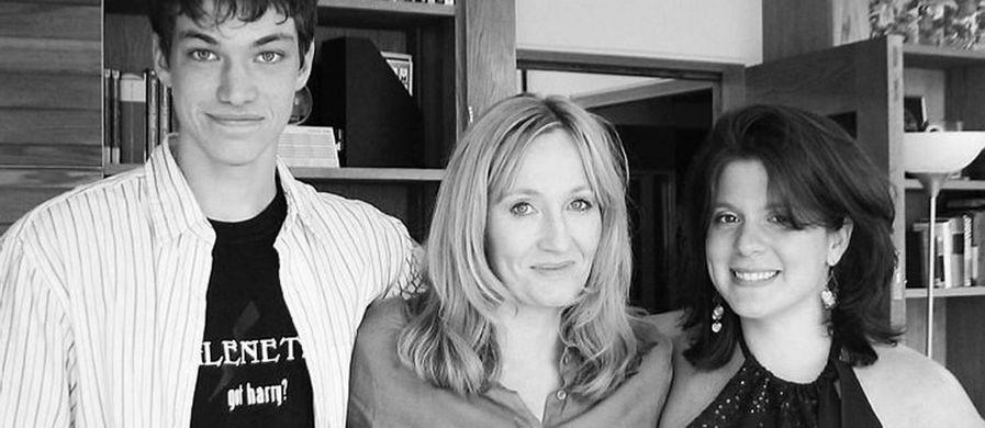https---ogimg.infoglobo.com.br-in-2800422-b5f-f0a-FT1500A-550-Melissa-Anelli-a-esquerda-junto-com-J.K.-Rowling-amizade-criada-apos-entrevistaDivulgacao