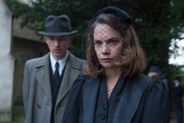 the-little-stranger-ruth-wilson-domhnall-gleeson-600x401