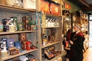 york-harry-potter-shop-shambles-shelves-780x520