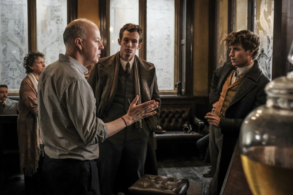 fantastic beasts the crimes of grindelwald behind the scenes photo exclusive the leaky cauldron set report 2018 wizarding world