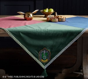 harry-potter-house-crest-table-throw-o