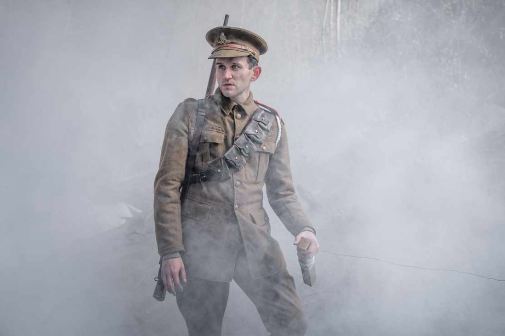 WARNING: Embargoed for publication until 00:00:01 on 11/11/2019 - Programme Name: The War of the Worlds - TX: n/a - Episode: n/a (No. 1) - Picture Shows:  Artilleryman (HARRY MELLING) - (C) ©Mammoth Screen 2018 - Photographer: Unknown