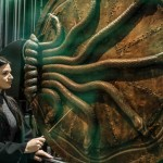 slytherin-fan-in-front-of-chamber-of-secrets-door-768x512